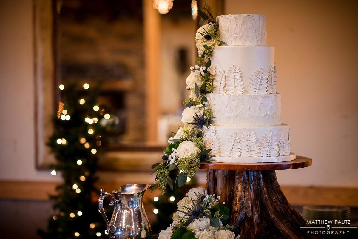 Wedding Photos taken at The Lindsey Plantation - Couture Cakes Wedding Cake